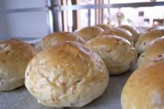 美味しい手作りパンと紅茶で朝食を